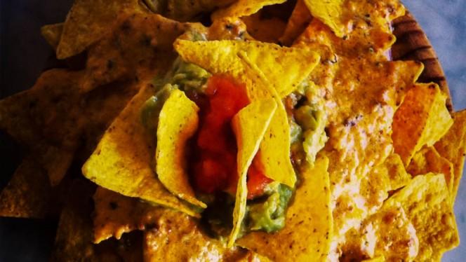 nachos con guacamole - Jaleo Bar, Barcelona