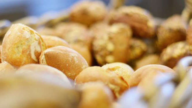 vers gebakken brood - Restaurant Le Début (Hotelschool Campus Den Haag), Den Haag