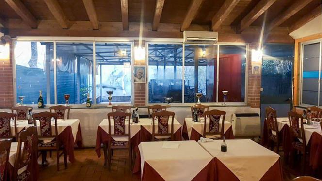 Veduta dell interno - Il gabbiano, Milan