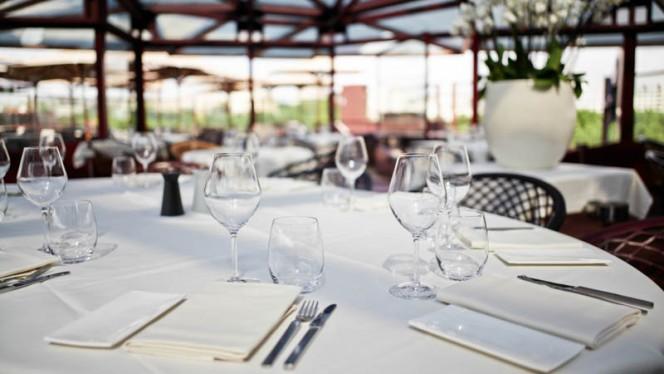 Salle de restaurant Interieur - Les Ombres, Paris