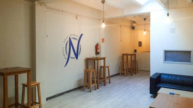Vista del interior - Nemesis Craft Brewery, Barcelona