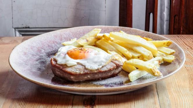 Tuna steak with chips and egg - The Decadente Restaurante & Bar, Lisboa