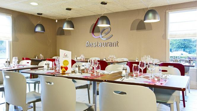 Table - Campanile Strasbourg - Lingolsheim, Lingolsheim