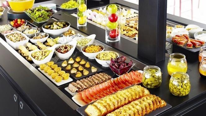 Le buffet d'entrée - Campanile Strasbourg - Lingolsheim, Lingolsheim