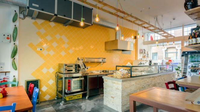 The counter - Panzero' Apulian StrEat Food, Rotterdam