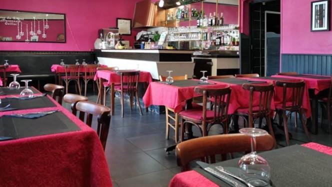La salle principale et le bar - Mumbai Delice, Lyon