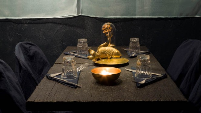 particolare tavolo - Valhalla La Brace degli Dei, Milan