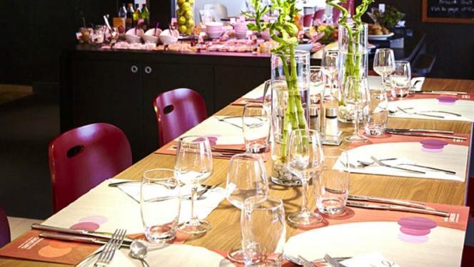 Détail d'une table - Campanile Lille Ouest, Lomme