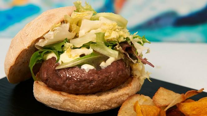 Burger - Club Serrano 100, Madrid