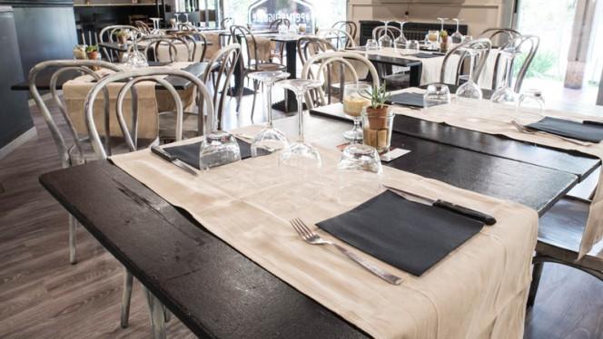 Particolare tavolo - Permeèuguale, Bologna
