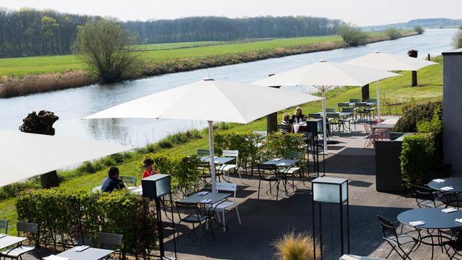 Buiten eten op het terras aan het water - Restaurant Aan de Oever bij Mooirivier, Dalfsen