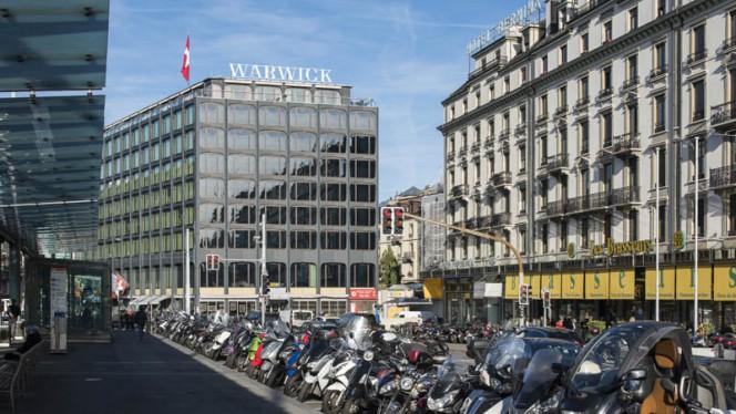 Façade - Téséo, Warwick Geneva, Genève