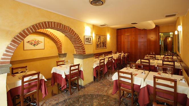 La sala con arcata - Giglio Rosso, Firenze