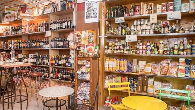 bancone di prodotti - Kitchen Pasta all'uovo, Rome
