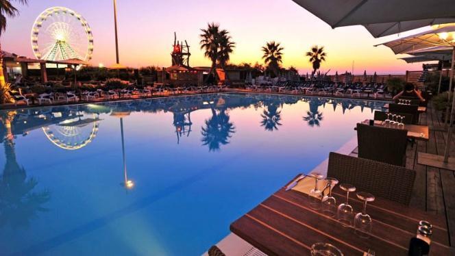 Vue de la piscine - SportBeach, Marseille