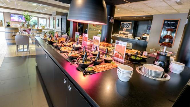 Les buffets des entrées et des desserts - Campanile Toulouse Ouest Purpan, Toulouse