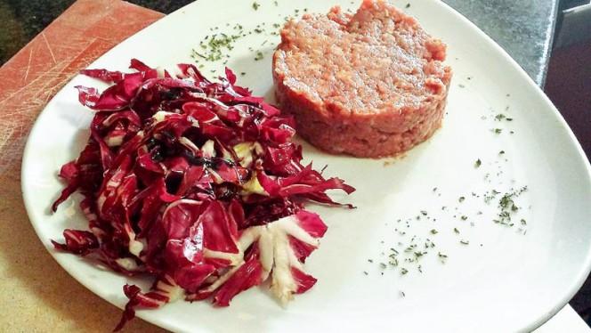 TarTar di carne accompagnato da radicchio rosso - Ostarie Vecjo Friul, Milano