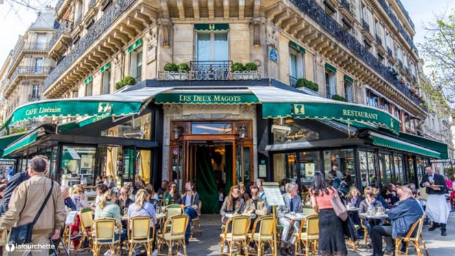 Devanture - Les Deux Magots, Paris-6E-Arrondissement