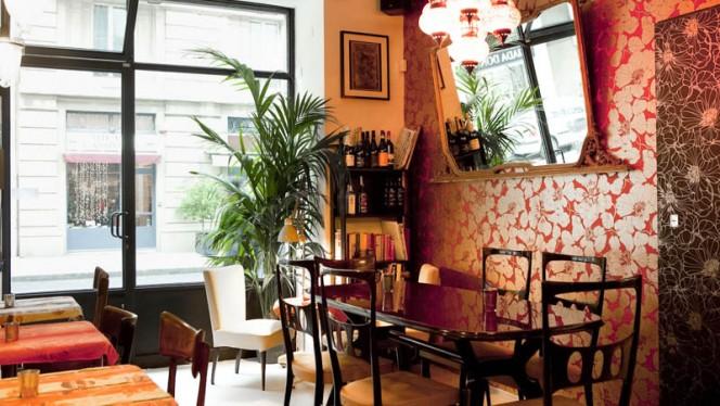 Arredi vintage - Koh Thai Bistrot - by Artest, Milan