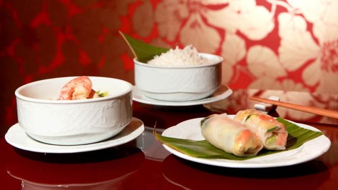 Involtini, gamberi, riso fumante - Koh Thai Bistrot - by Artest, Milan