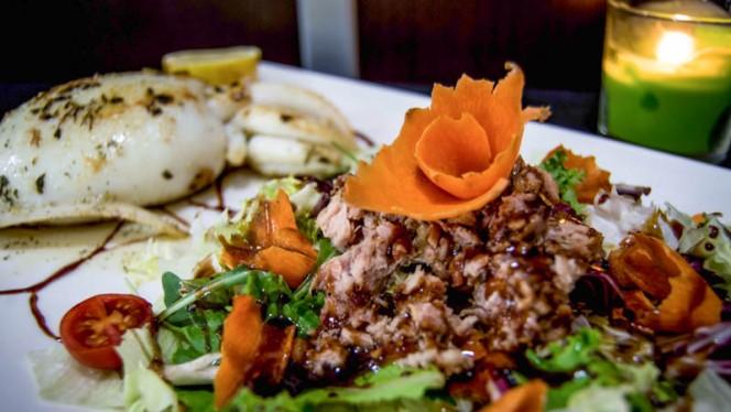 Sepia a la plancha con ensalada - Lilium & Delicious, Granollers