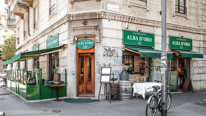 La entrata - Alba d'Oro, Milan