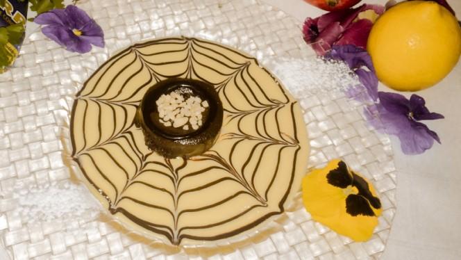 Coulan de chocolate con crema inglesa - La Breña, Fuenlabrada