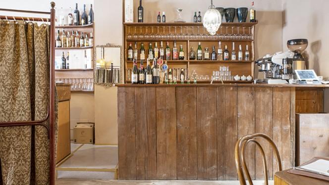 Particolare angolo  bar - A Balùs, Bologna