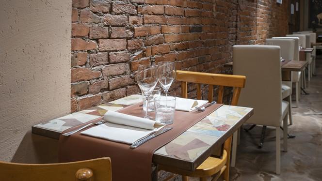 Particolare tavolo - A Balùs, Bologna
