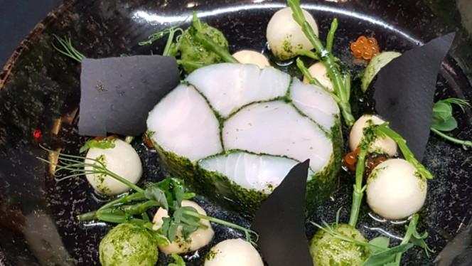 Médaillon de lieu jaune marbré aux algues, mousseline pomme-céleri, radis daikon, émulsion cidre - Burgundy Lounge, Lyon