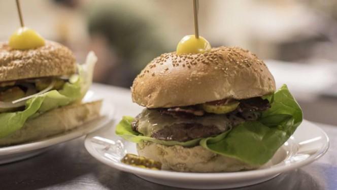 Classic Burger - Beergarden, Den Haag