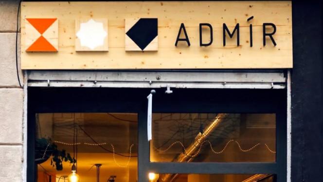 Detalle de fachada - Admir, Barcelona