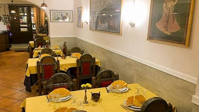 Sala - Mother India, Rome