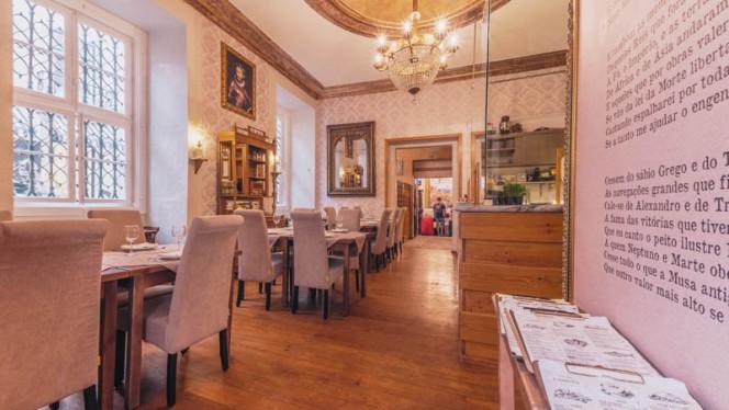 Vista da sala - Taverna Camões, Lisboa
