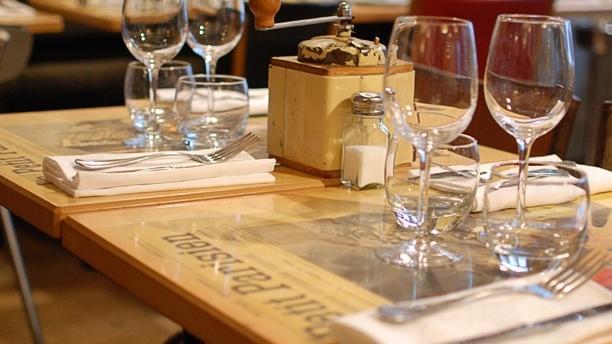 Tables dressées - Le Petit Parisien, Paris