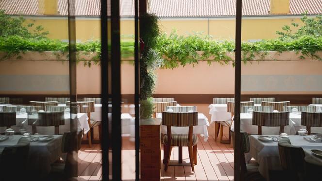 Esplanada - Descobre restaurante merceria | garrafeira, Lisboa