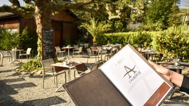 Vue détail de la terrasse - L'Auberge signée EHG, Chambésy