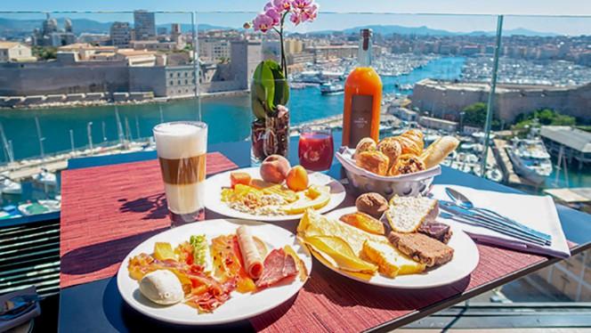 Petit déjeuner en terrasse - Les Trois Forts - Sofitel Vieux Port, Marseille
