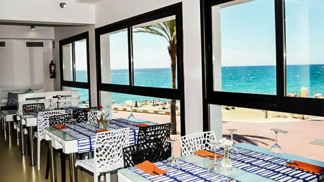 Vista sala - La Cantina by the beach, Lloret De Mar