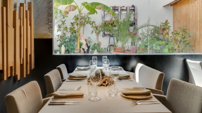 Detalle mesa - Tributo Brasas Bar, Valencia
