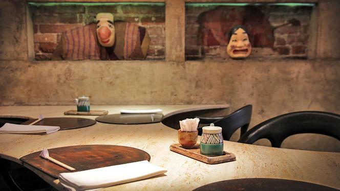 detalle mesa y decoración - Ramen Dining Yú, Barcelona