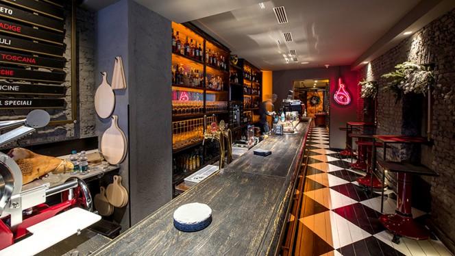 Vista della sala - CrudoCotto Prosciutto Wine Bar & Restaurant, Milan