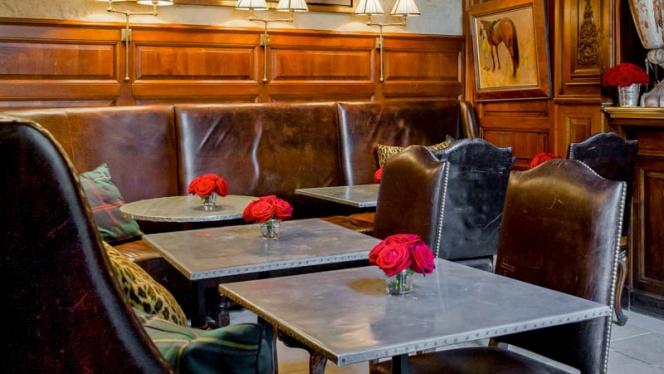 Détail tables - Ralph's, Paris