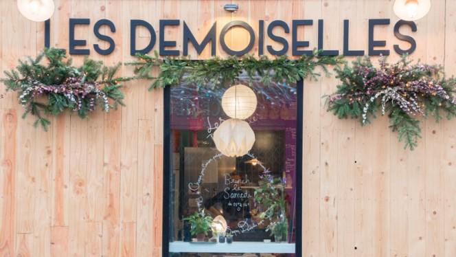 Devanture - Les Demoiselles, Paris