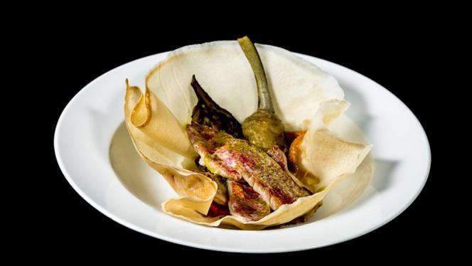 Corbeille de Rouget au pesto, écrasé d'aubergines, poivrons grillés et artichauts poivrade. - Paradou, Sausset-les-Pins