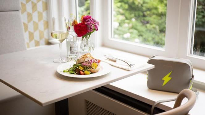 Ons lunchcafé is ideaal voor een mooi broodje, glas wijn en veel meer! - Museumrestaurant Tassenmuseum, Amsterdam