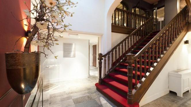 Via een authentiek trappenhuis komt u op de eerste verdieping: ons museumrestaurant - Museumrestaurant Tassenmuseum, Amsterdam