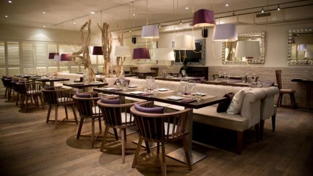 SIMPLE ELEGANCE: DINING ROOM - Eat Me - Lausanne, Lausanne