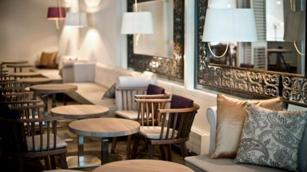 SOCIAL AND LIVELY: THE LOUNGE - Eat Me - Lausanne, Lausanne