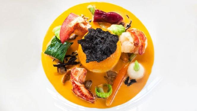 Mousseline de brochet, homard et petits légumes - La Mère Brazier - Mathieu Viannay, Lyon